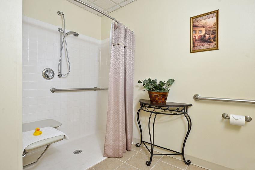 Williamsport Hotel Lodging :: King Whirlpool Suite