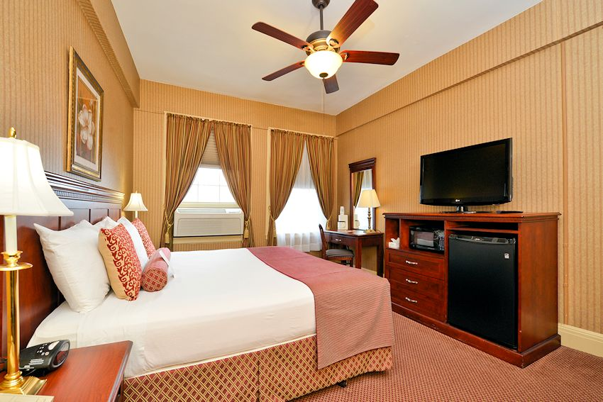 Genetti Hotel & Suites - Traditional King Rooms