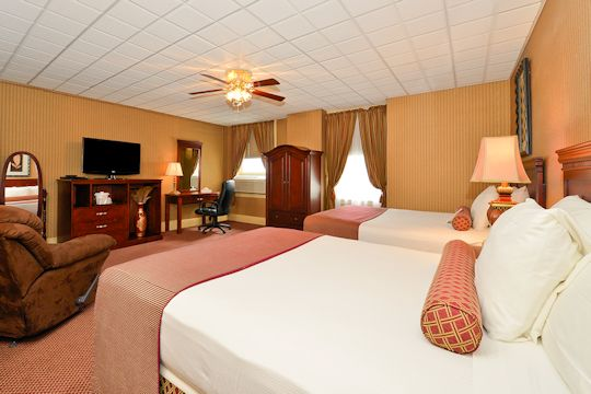 Genetti Hotel & Suites Double Queen Suite