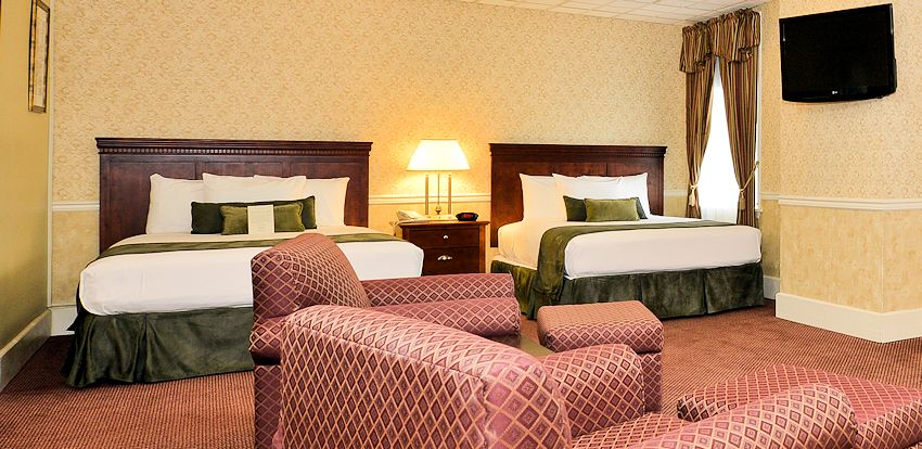 Williamsport Hotel Lodging :: Traditional Queen Guestroom