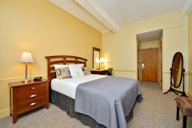 Genetti Hotel & Suites - Queen Standard Room