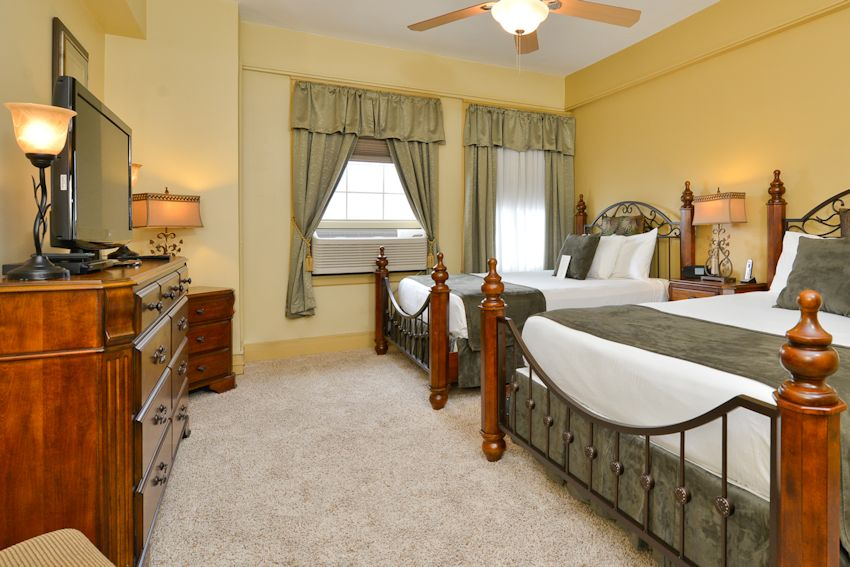 Williamsport Hotel Lodging: 1 & 2 Bedroom Suites